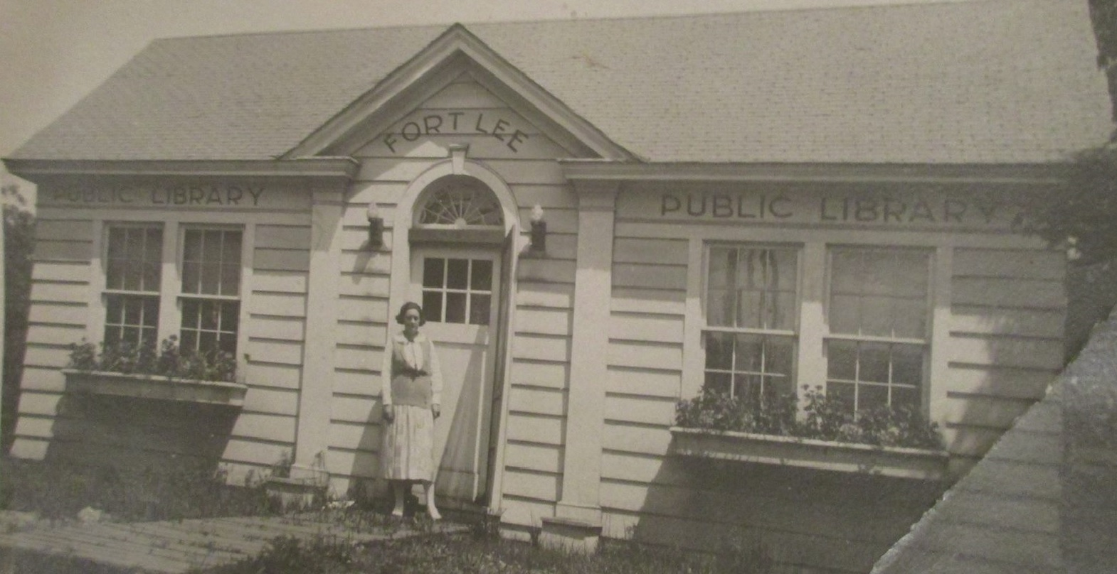 Black and white picture of the first Fort Lee Public Library
